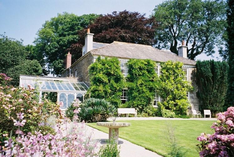 Tregoose bed and breakfast cornwall garden view