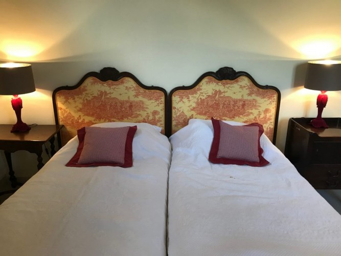Borough Court Bed and Breakfast twin bedroom