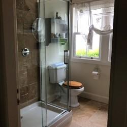 Braefield Bed and Breakfast en-suite shower