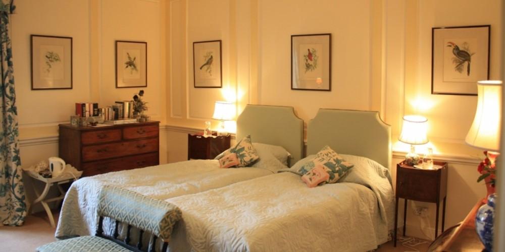 Cardross B&B guest twin bedroom