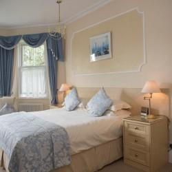 Carlton Court B&B guest bedroom