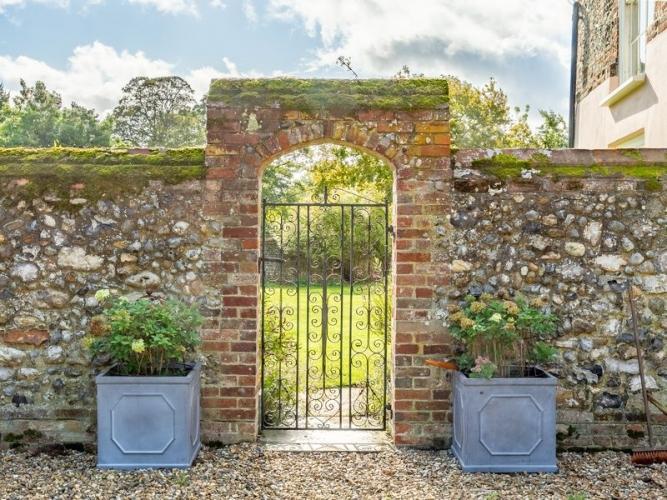 College-Farm-Thetford-BB-garden-gate