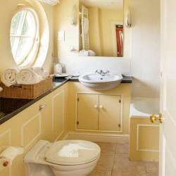 Brills Farm Bed and Breakfast bathroom