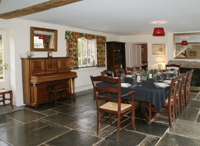 Burnville House, The Coach House Dining table