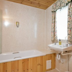 Cardross Yew Tree cottage Bathroom