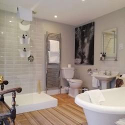 Carricks at Castle Farm B&B guest Bathroom