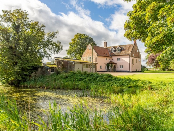 College-Farm-Thetford-B&B-rearview-with-pond