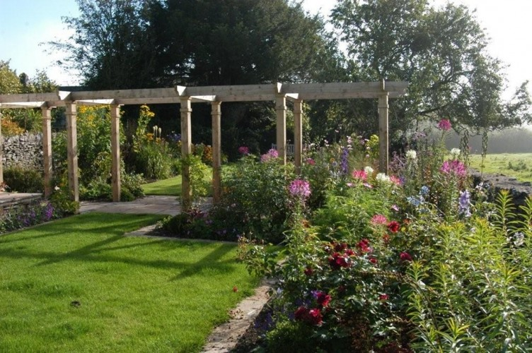 Cook House Bed and Breakfast pergola