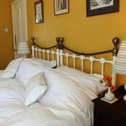 Dowfold House B&B guest bedroom