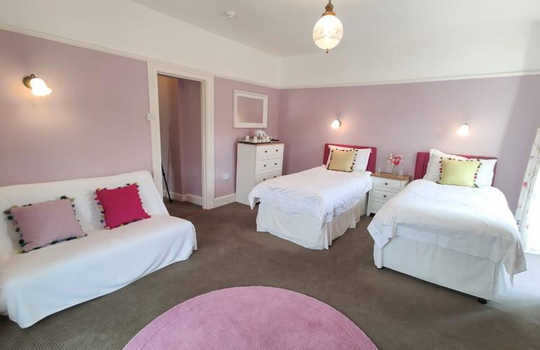 Eastwrey Barton B&B pink bedroom