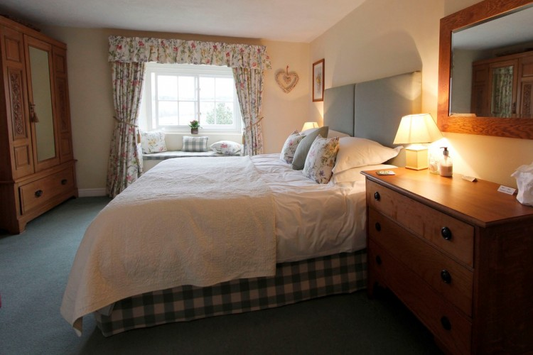 Firs Farm B&B guest bedroom