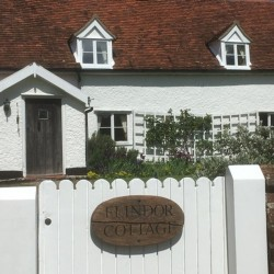 Flindor Cottage B&B gate and facade
