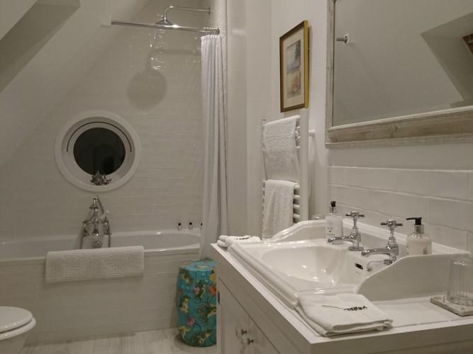 Greenhill House B&B guest bathroom