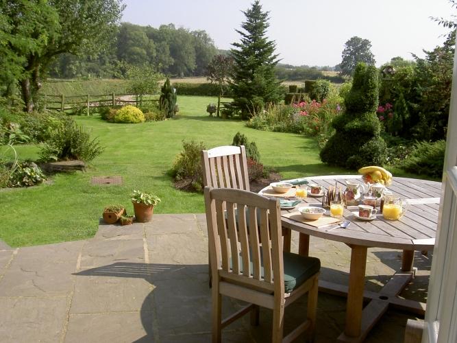 Horseshoe cottage B&B terrace and garden