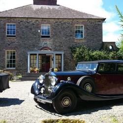 Kilmokea B&B - driveway vintage cars