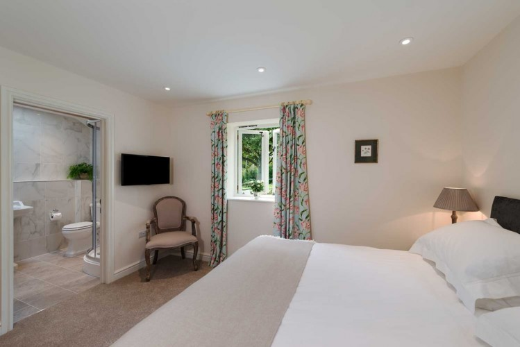 Wrackleford estate Langford Valley Barn self catering bedroom