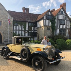 Long Crendon Manor B&B - facade with vintage car