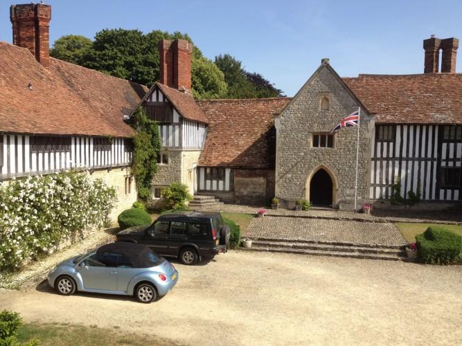 Long Crendon Manor B&B - impressive entrance