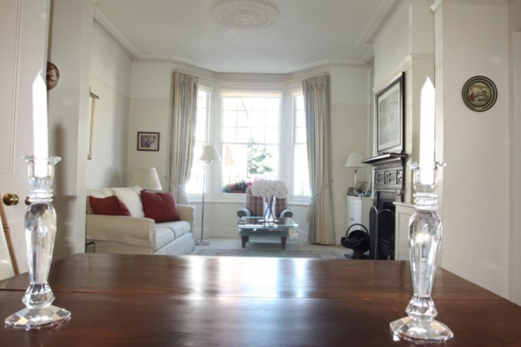 One Fanthorpe Street bed and breakfast guest sitting room