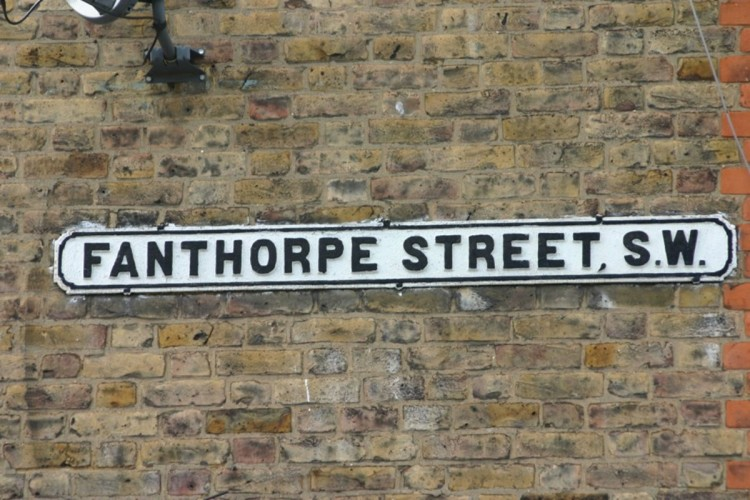 One Fanthorpe Street bed and breakfast street sign