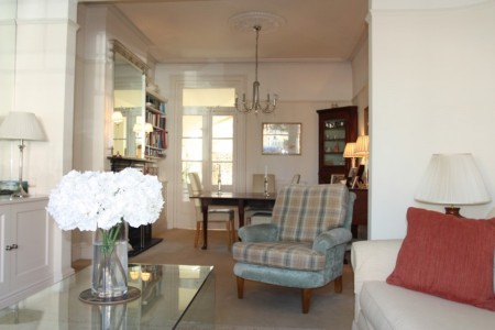 One Fanthorpe Street guest sitting room