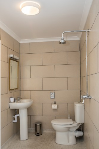 Pendragon Estate self catering Cottage bathroom