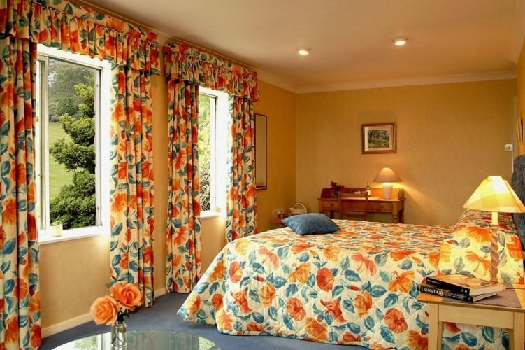 Shallowdale House B&B bedroom