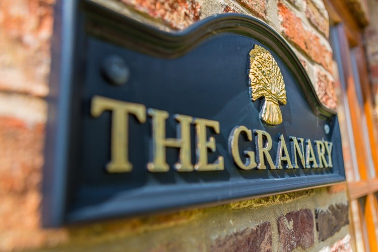 The Granary self catering at the Wold Cottage sign