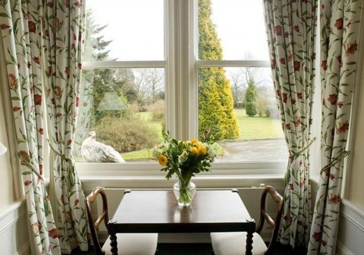 Thornton Lodge Table Window Seat
