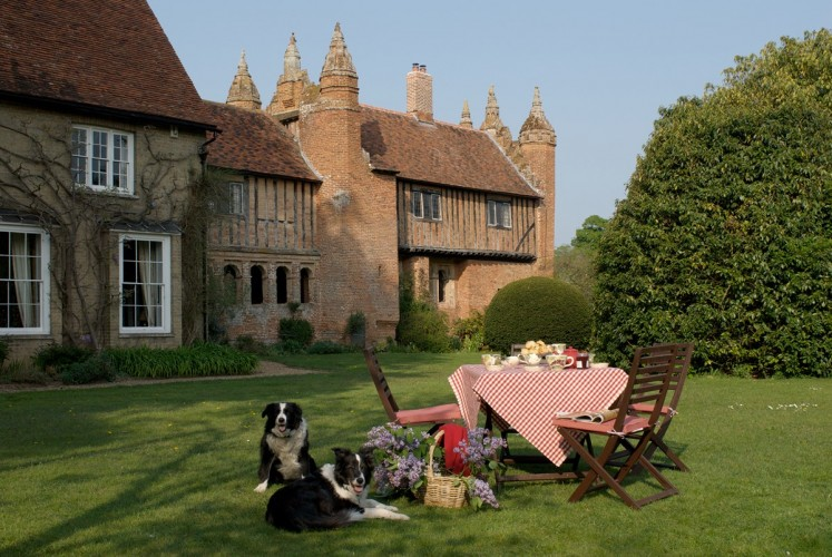 West Stow Exterior Garden Dogs Table