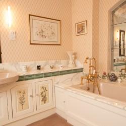 Wrackleford House bathroom