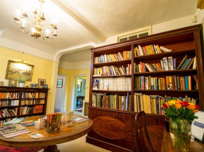 Holbecks House Hadleigh B&B guest library