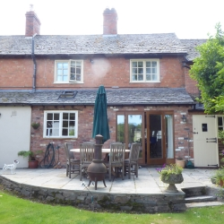 Horseshoe Cottage B&B Outside Terrace Table
