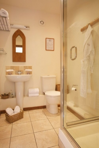Barclay Farmhouse rye room ensuite