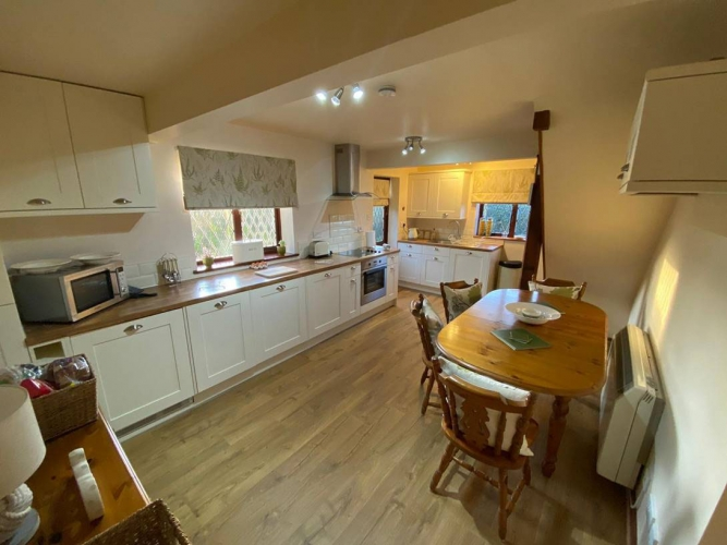 Barclay Farmhouse self catering cottage kitchen