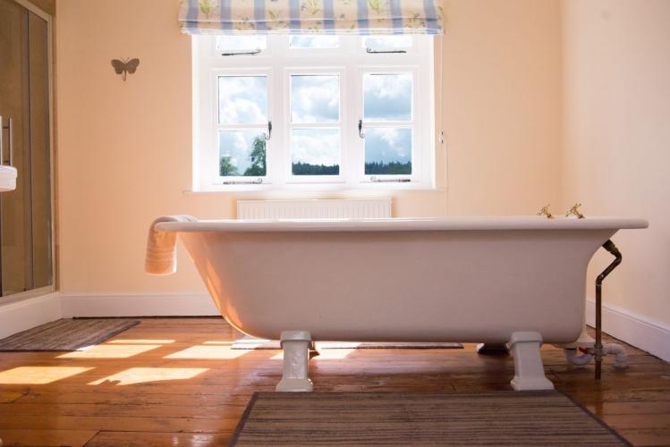 Huntlands farm bathroom 2
