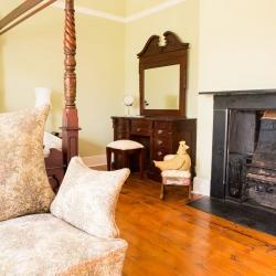 Huntlands farm bedroom2