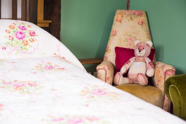 Huntlands farm bedroom3