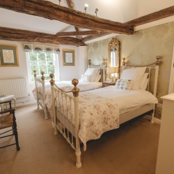 Breedon Hall Bed and Breakfast Fernie bedroom
