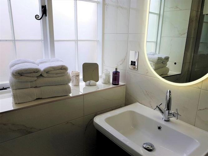Derwent House self-catering Bathroom