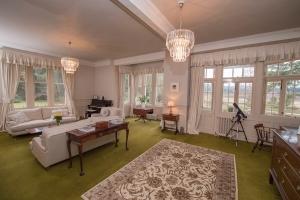 Lys-Na-Greyne drawing room