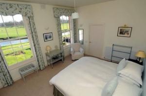 Warwick Hall bedroom