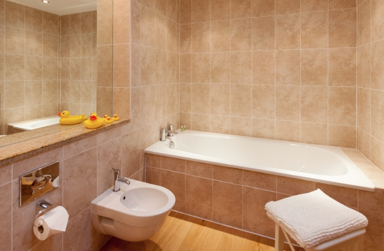 Heads Nook Hall Cottage bathroom