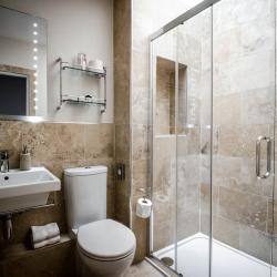 Kingsway Guest House Edinburgh bathroom
