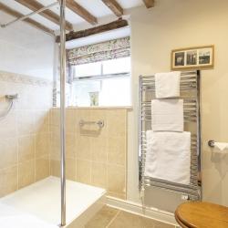 Horseshoe Cottage B&B guest bathroom