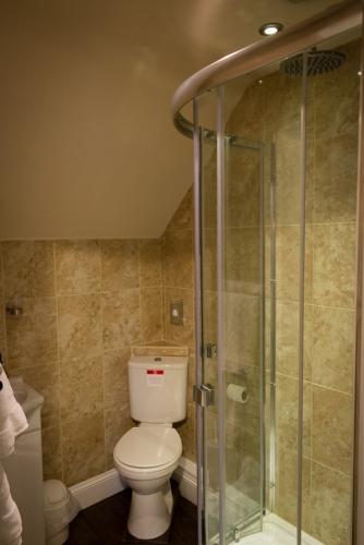 Holly House B&B guest en-suite bathroom