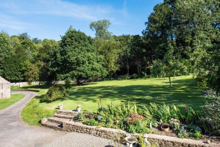 Lower Wythall B&B grounds