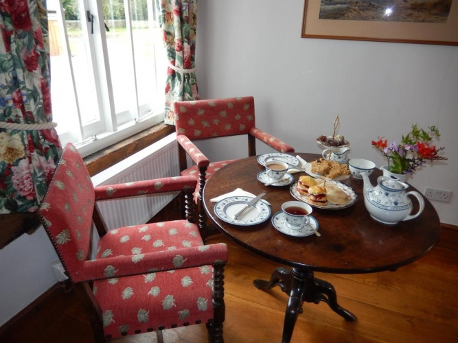 Lower Wythall B&B guest tea and cakes
