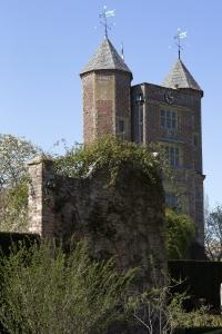 Sissinghurst Tudor gatehouse